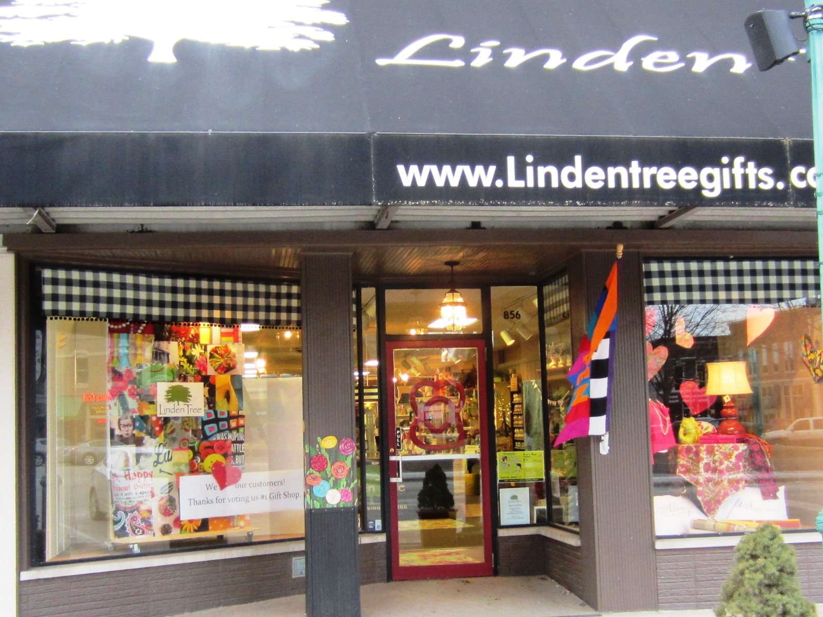 Displaying store front.jpg
